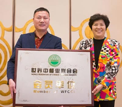 Chen Wenzhu to the world Chinese Food Association Muslim Restaurant (food) industry committee.